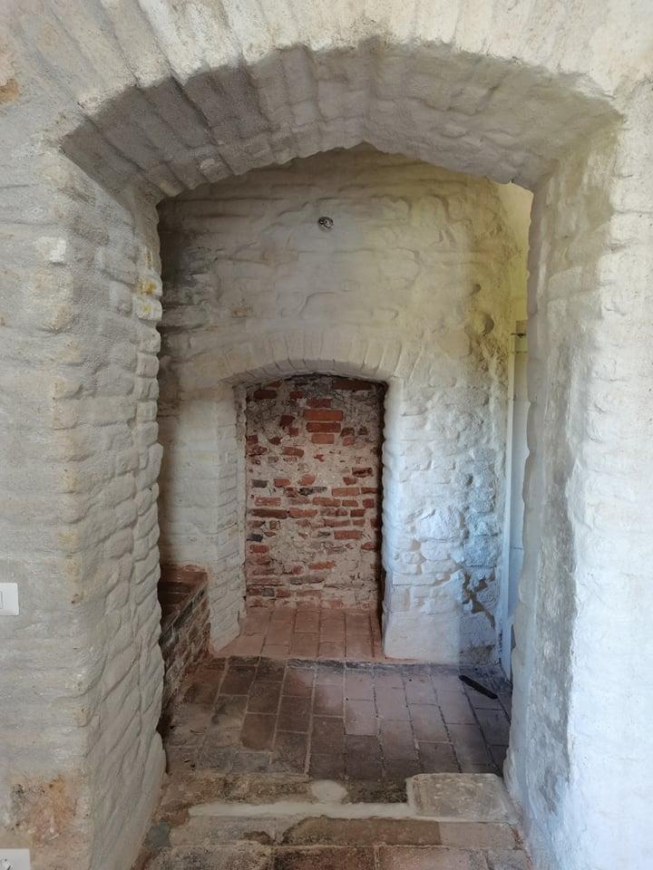 Legenda nișei secrete (delatoriului) de lângă Turnul Capistrano